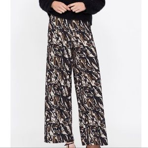 NEW soft wide leg Zara camo pants